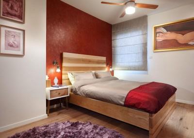 חדר שינה בסגול ובורדו