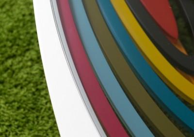 שולחן סלוני בצבעי בקשת